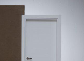 דלתות פנים מחומרי גלם שונים