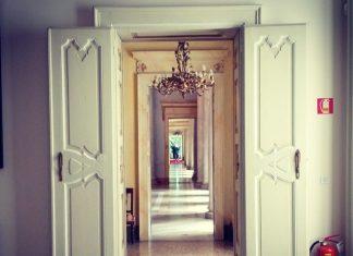 דלתות פנים נסתרות